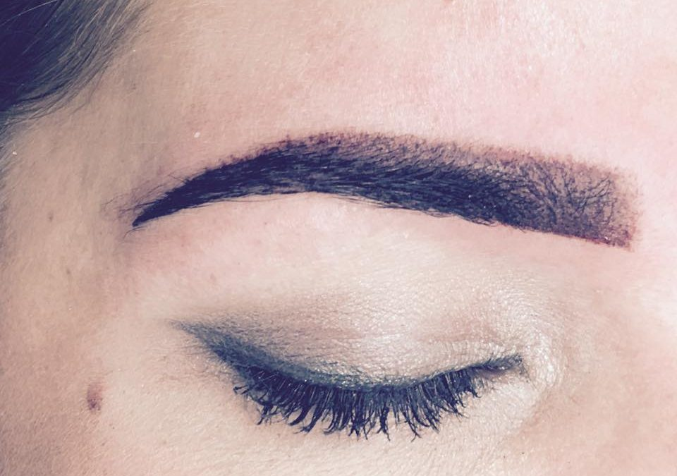 Ombre-poeder eyebrows: nieuwste techniek permanent make up